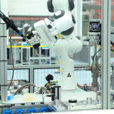 preeflow eco-PEN incorporated in robot cell in industrial production